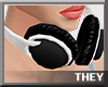 *T* Headset Anitta