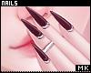 金. Black Nails + Rings