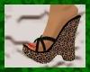 Leopard Plats red nails